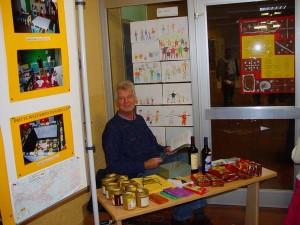 Vereinsgründer Paul Heer bei einer Ausstellung in der FHS, Herdecke.