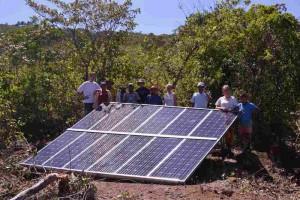 12-02 El Rosario Trinkwasserleitung Gruppenfoto Solarpanel