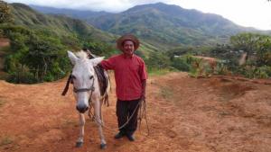 Ein Dorfbewohner von Tigre Abajo mit seinem Pferd aus dem Projekt von 2006